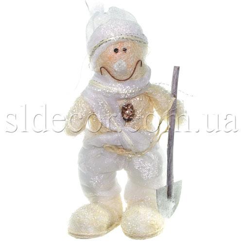 Снеговик с лопатой