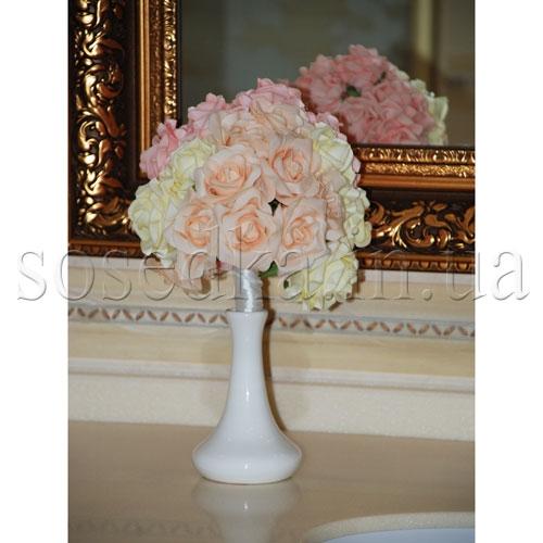 Цветы из латекса в вазе