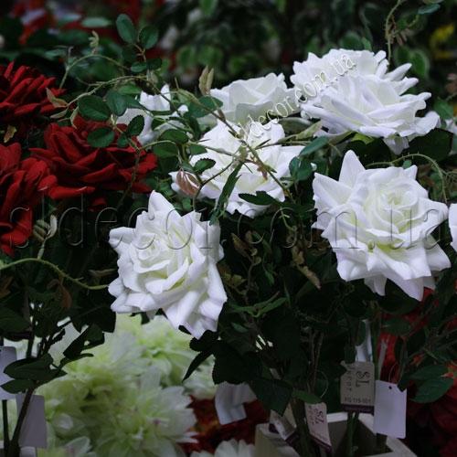 Искусственные розы белые