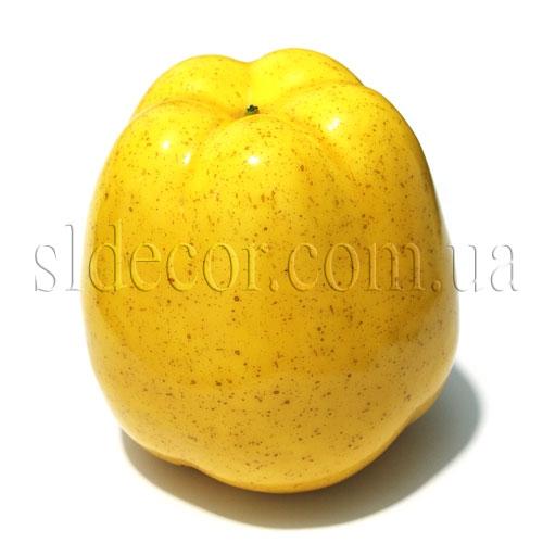 Большое искусственное яблоко