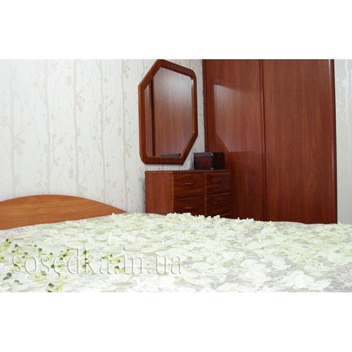 Кровать в орхидеях