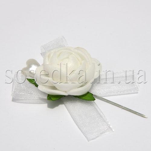 Мини бутоньерка с белой розочкой