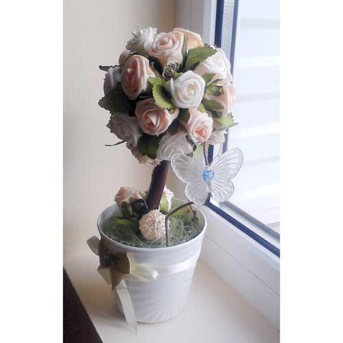 Топиарий из латексных роз с бабочкой
