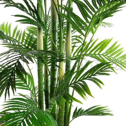 Листья и стволы искусственной пальмы