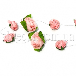 Гирлянда из белых роз